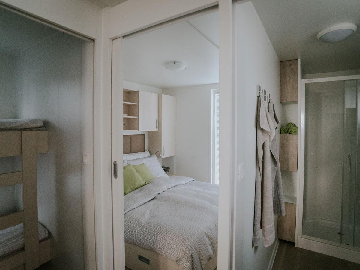 Hišica Ana – spalnica in kopalnica