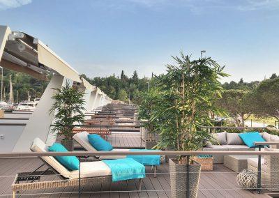 Pogled s terase na plavajoče hišice
